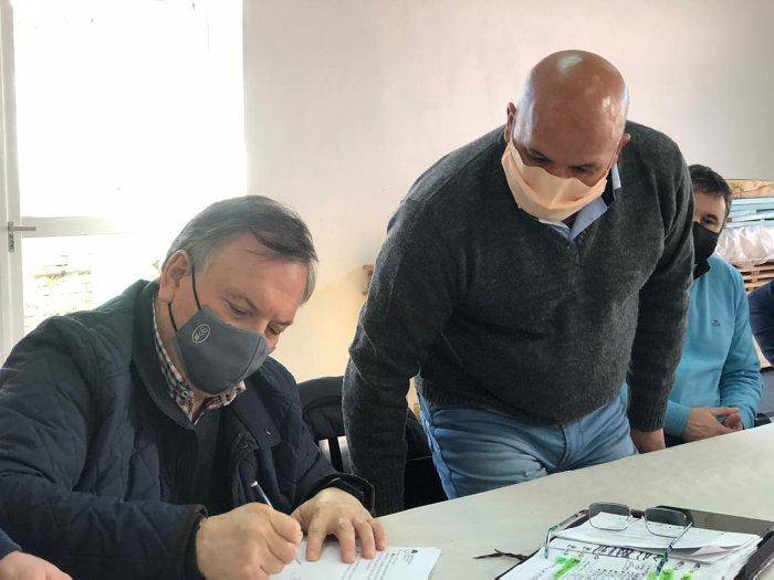 Michlig firmó convenios del programa departamental de luminarias Led